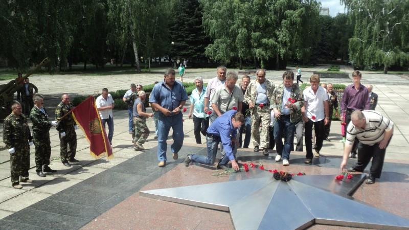 Афганці покладають квіти на меморіалі слави ТРК Сігма