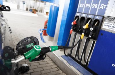 АЗС почали відновлювати продаж преміального палива