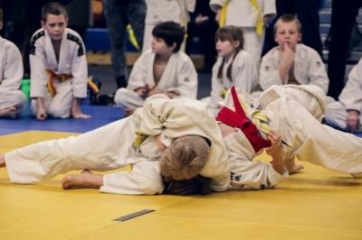 Дитина кричала, а тренер продовжував: 7-річного хлопчика побили до стану коми на уроці з дзюдо