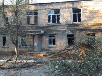 На Донбасі бойовики обстріляли лікарню, де лежать хворі на коронавірус