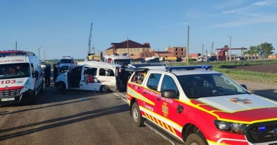 П'яний водій легковика зіткнувся з маршруткою: є загиблі та травмовані