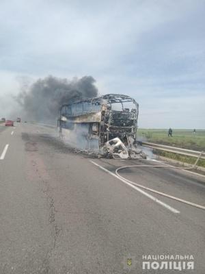 Під час руху загорівся автобус з пасажирами: в небо піднялися клуби диму