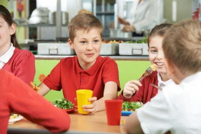 В українських школах почнуть діяти нові норми харчування