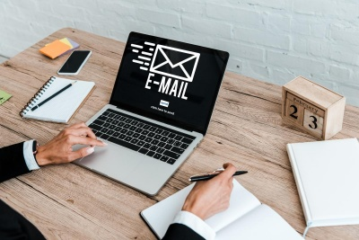 В Україні ФОПів та юридичних осіб хочуть зобов'язати мати офіційний e-mail